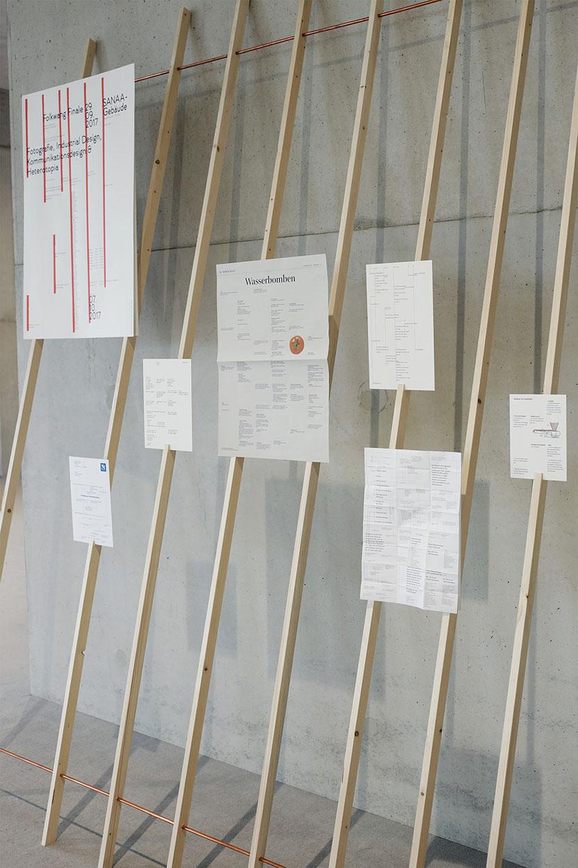 Ausstellung im Sanaa mit Textstrukturen in verschiedenen Textsorten